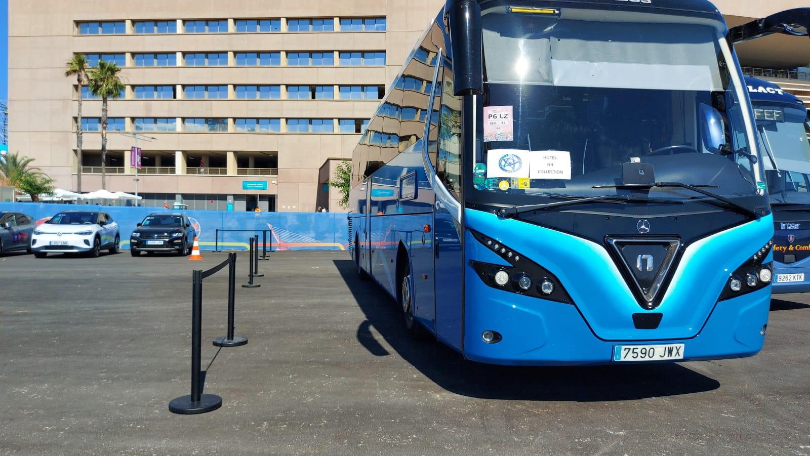 Sevilla y la Eurocopa se visten de azul Rosabus